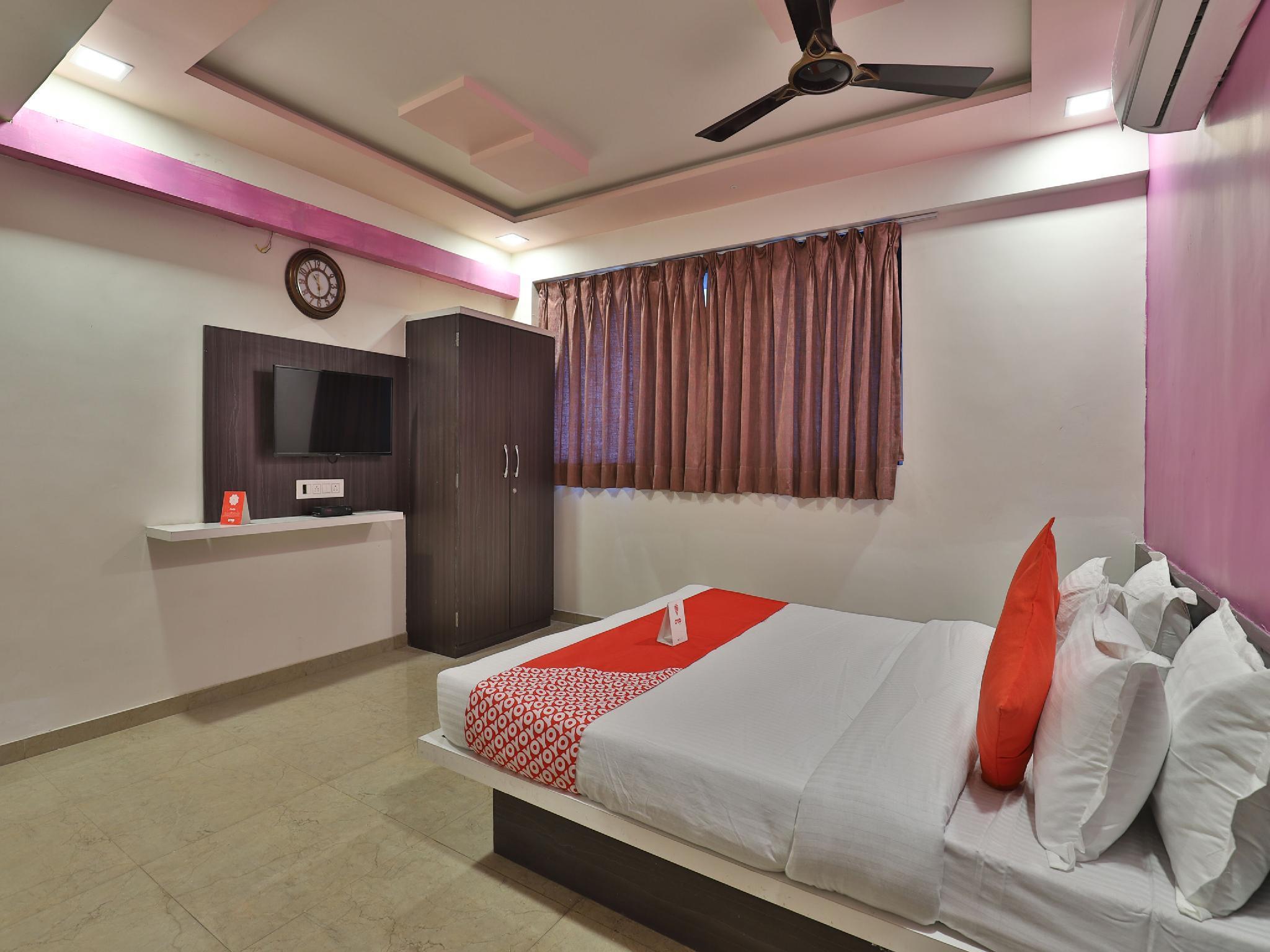 OYO 11557 Hotel Maharaja Palace
