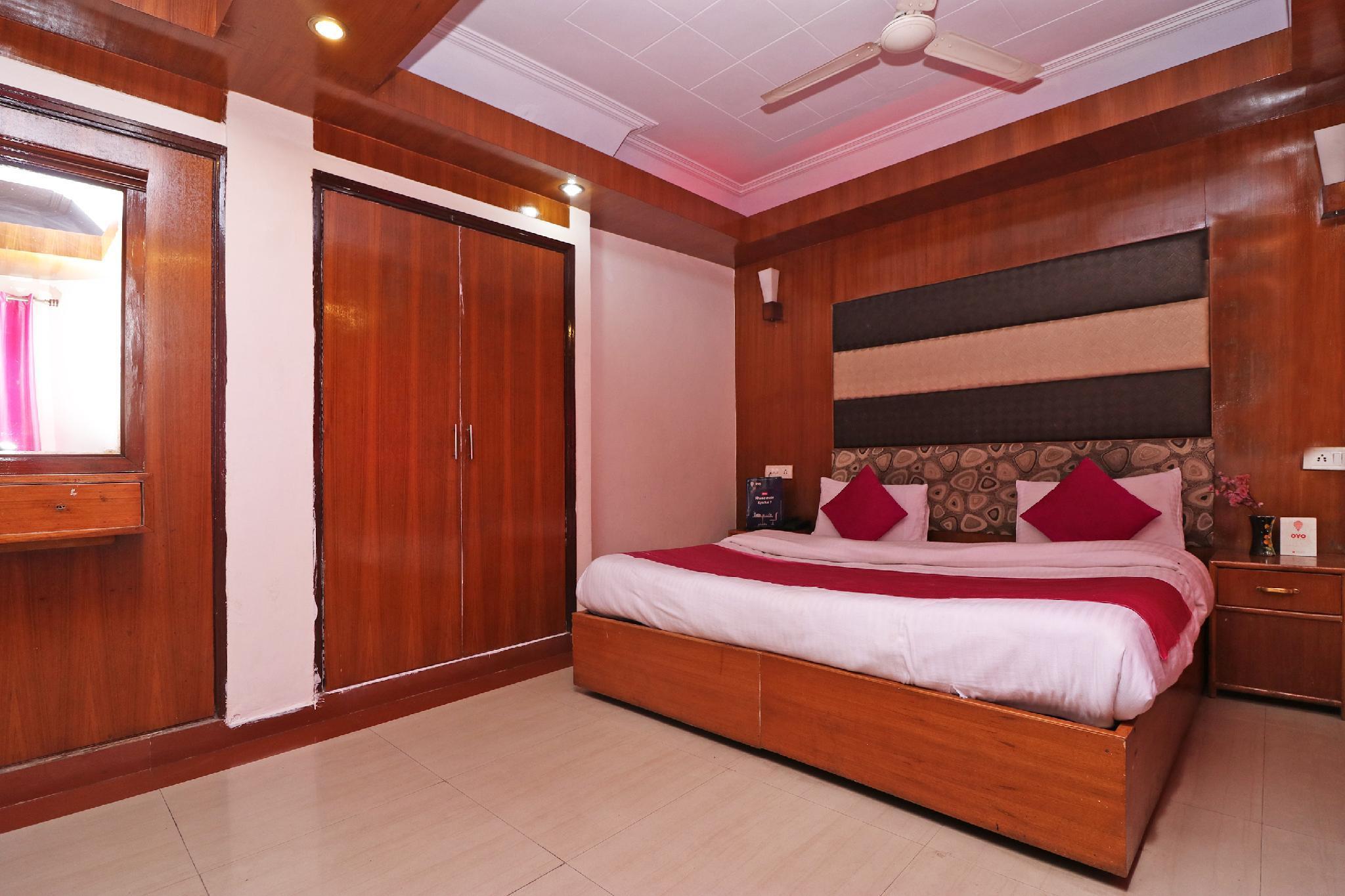 OYO 8637 Shivam Hotel