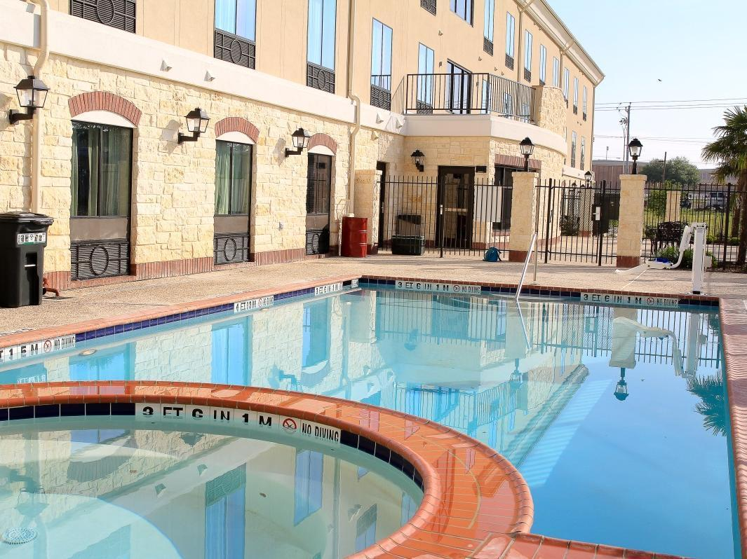 Holiday Inn Express Hotel And Suites Floresville