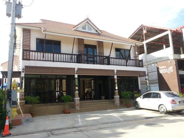 โรงแรมพรบุรี – Ponburi Hotel