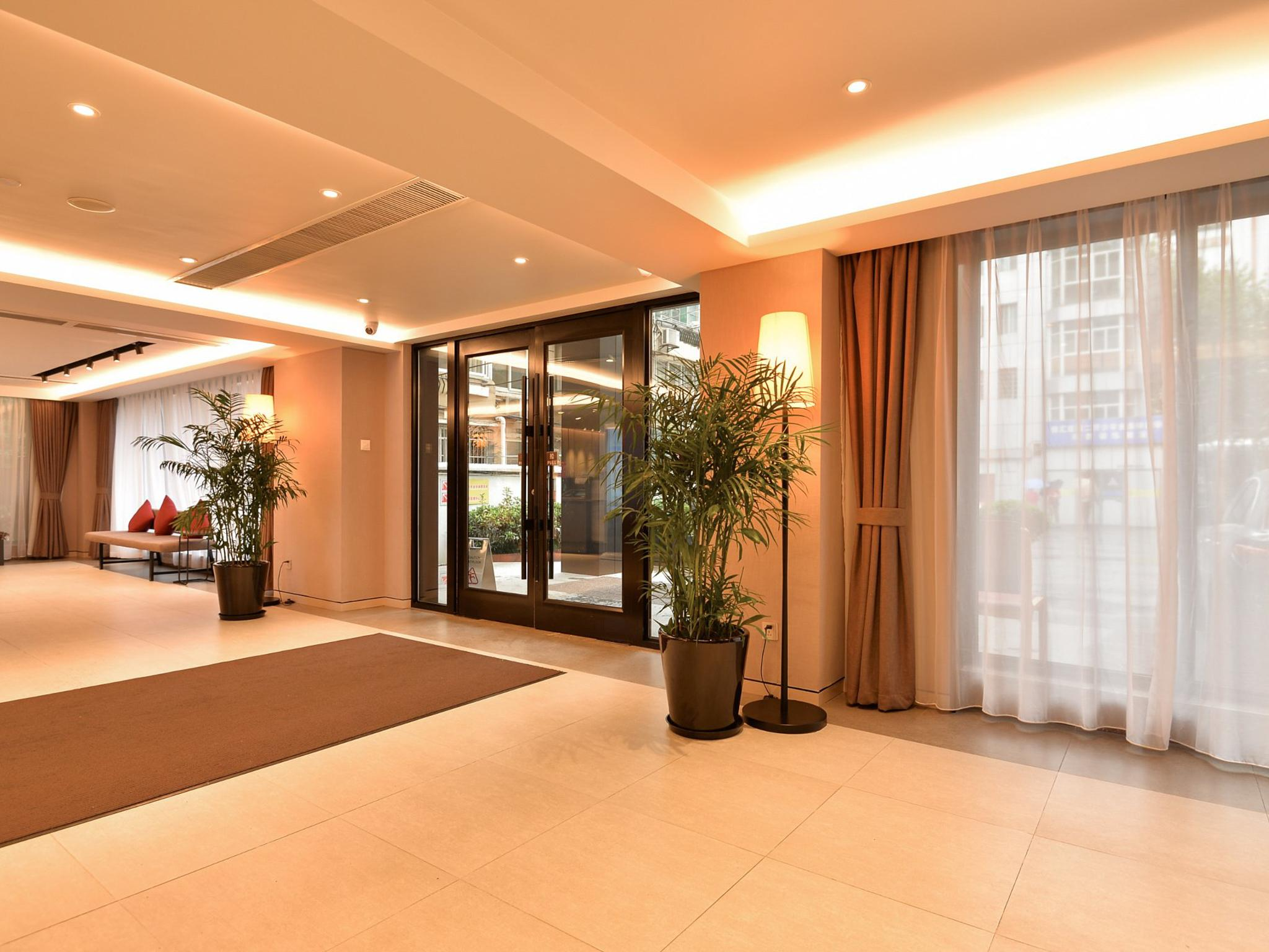 Home Inns Plus Shanghai Xujiahui Branch