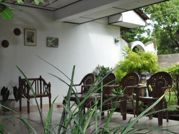 Vikum Lodge And Restaurant