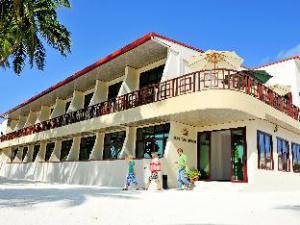 サン タン ビーチ ホテル アット マーフシ (Sun Tan Beach Hotel at Maafushi)
