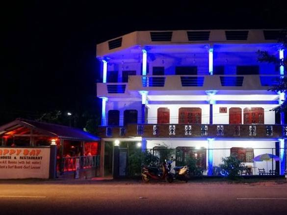Happy Bay Guest House and Restaurant 1