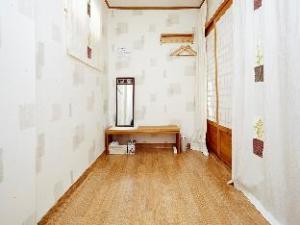 Vine Hanok Guesthouse