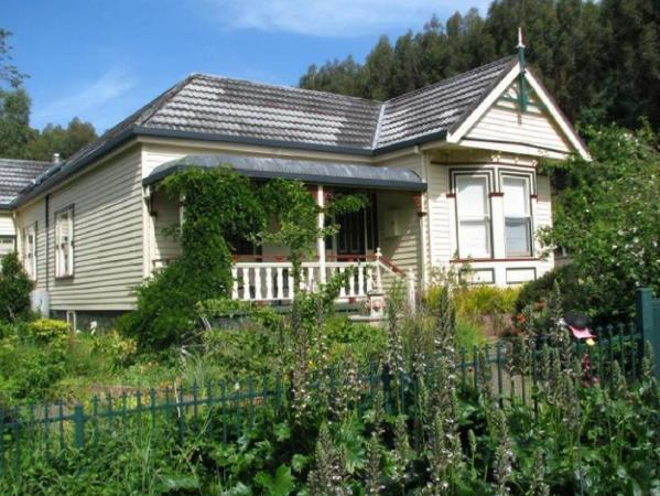 Glenbrook House & Cottage Penguin