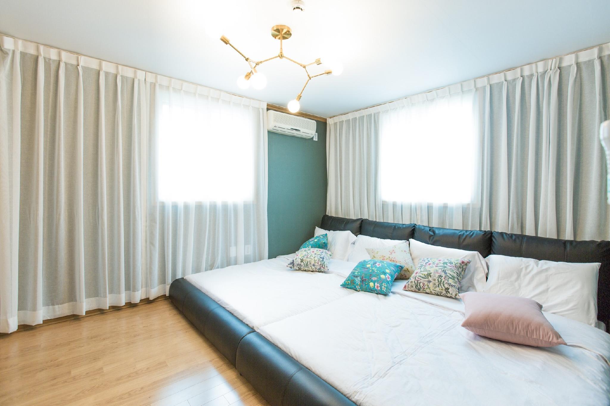 Hongik Univ STN 2min 4BR&2BT Big&Cozy FamilyHouse