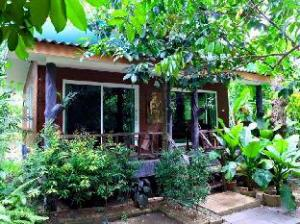 Ban Suan Lung Chaluay Fruit Resort