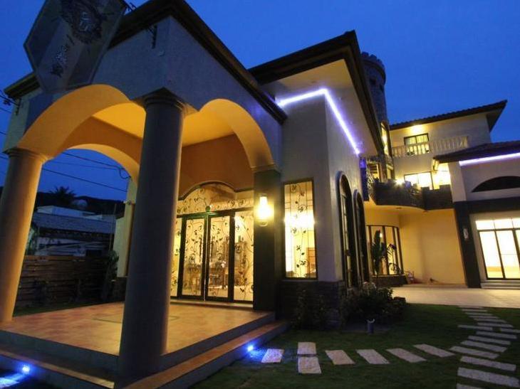 E Ping Castle Hotel