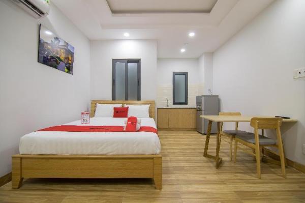 RedDoorz Premium near E-Town Ho Chi Minh City