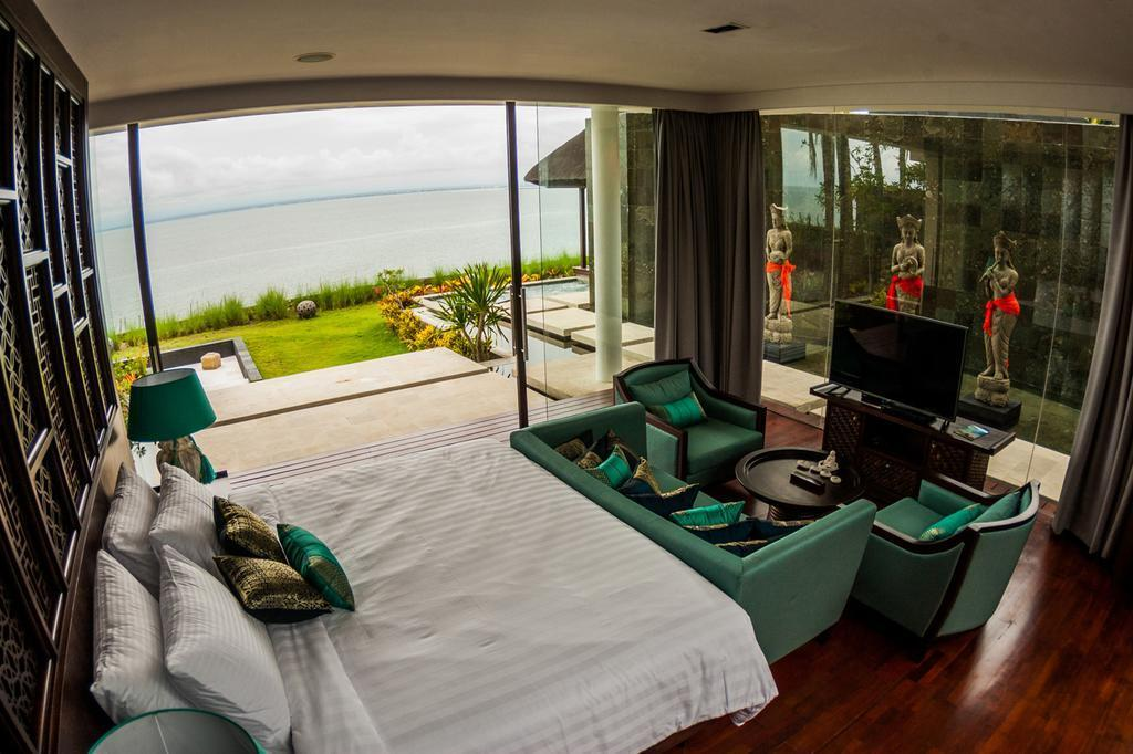 4 BDR Villa Beach Front In Jimbaran