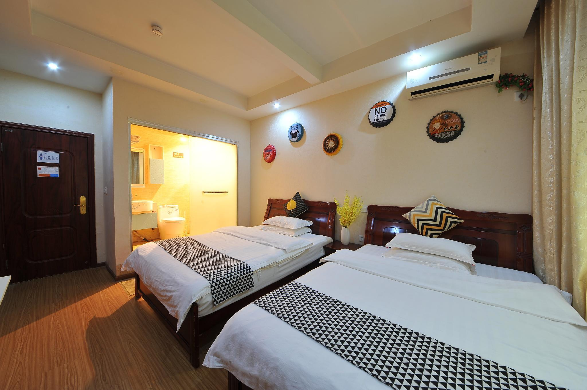 Theme twin room(24 hours free airport shuttle) Reviews