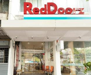 RedDoorz Plus @ Simply Sleep Hostel เรดดอร์ซ พลัส แอท ซิมพลี สลีป โฮสเทล