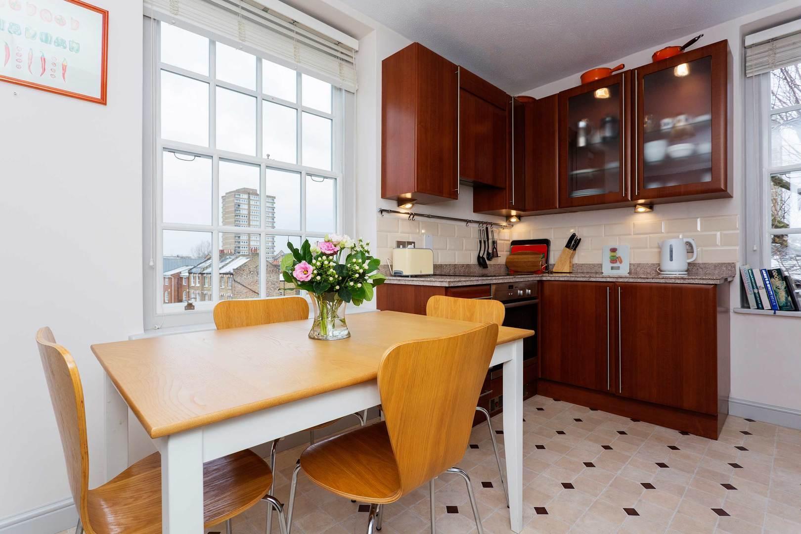 Whitehouse Apartment