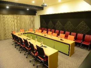 關於納拉雅尼高地飯店度假村 (Narayani Heights Hotel and Resort)