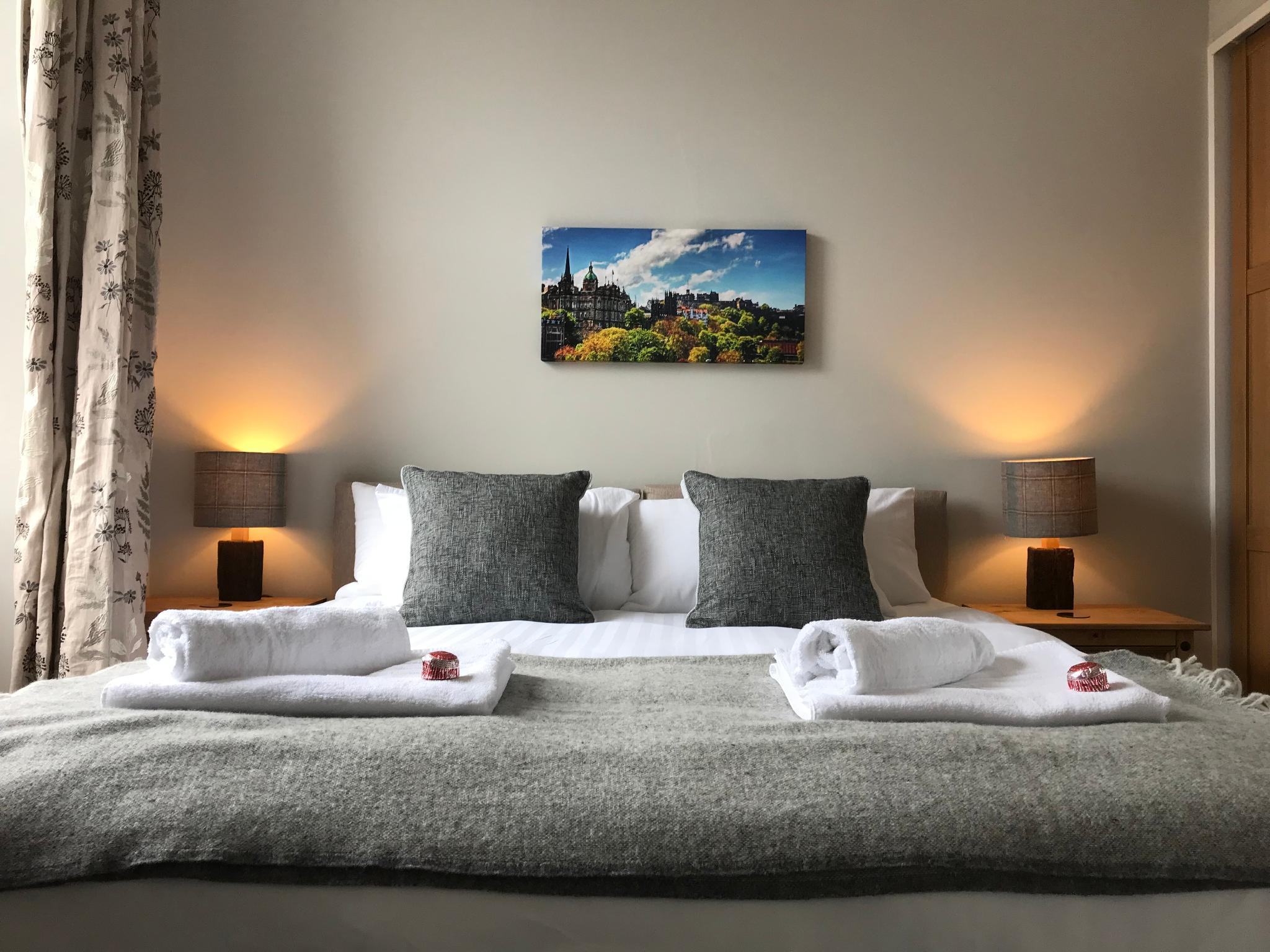 Cosy West End Apartment  Sleeps 3