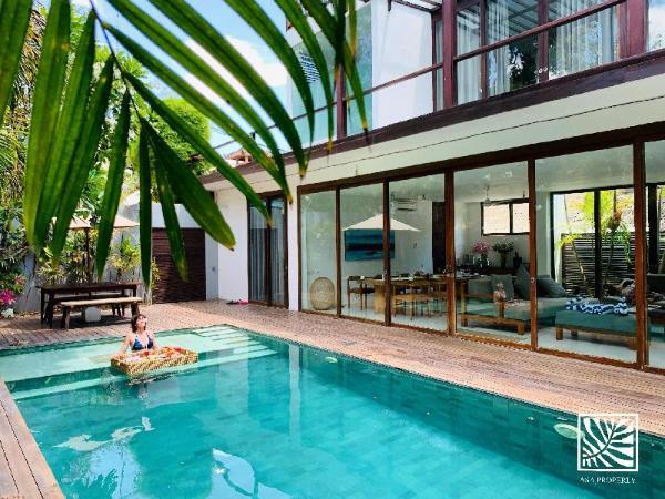 4 BR Beach Axis Villa, Seminyak W/Breakfast Bali