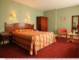 โรงแรมทรูวิลล์ (Trouville Hotel)