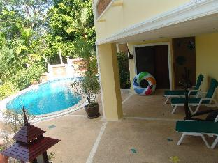 villa with swiming pool in tropical garden - 31458295