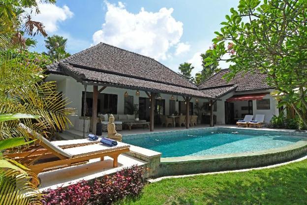 Gorgeous villa walking distance to the beach