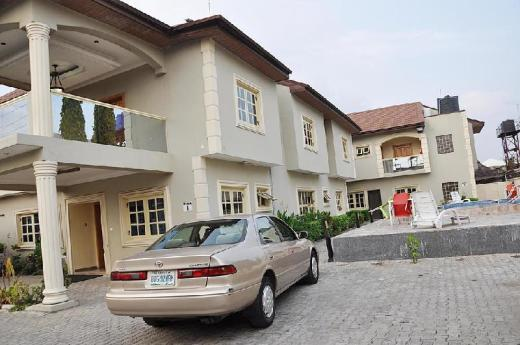 Topaz Luxury Suites & Apartments