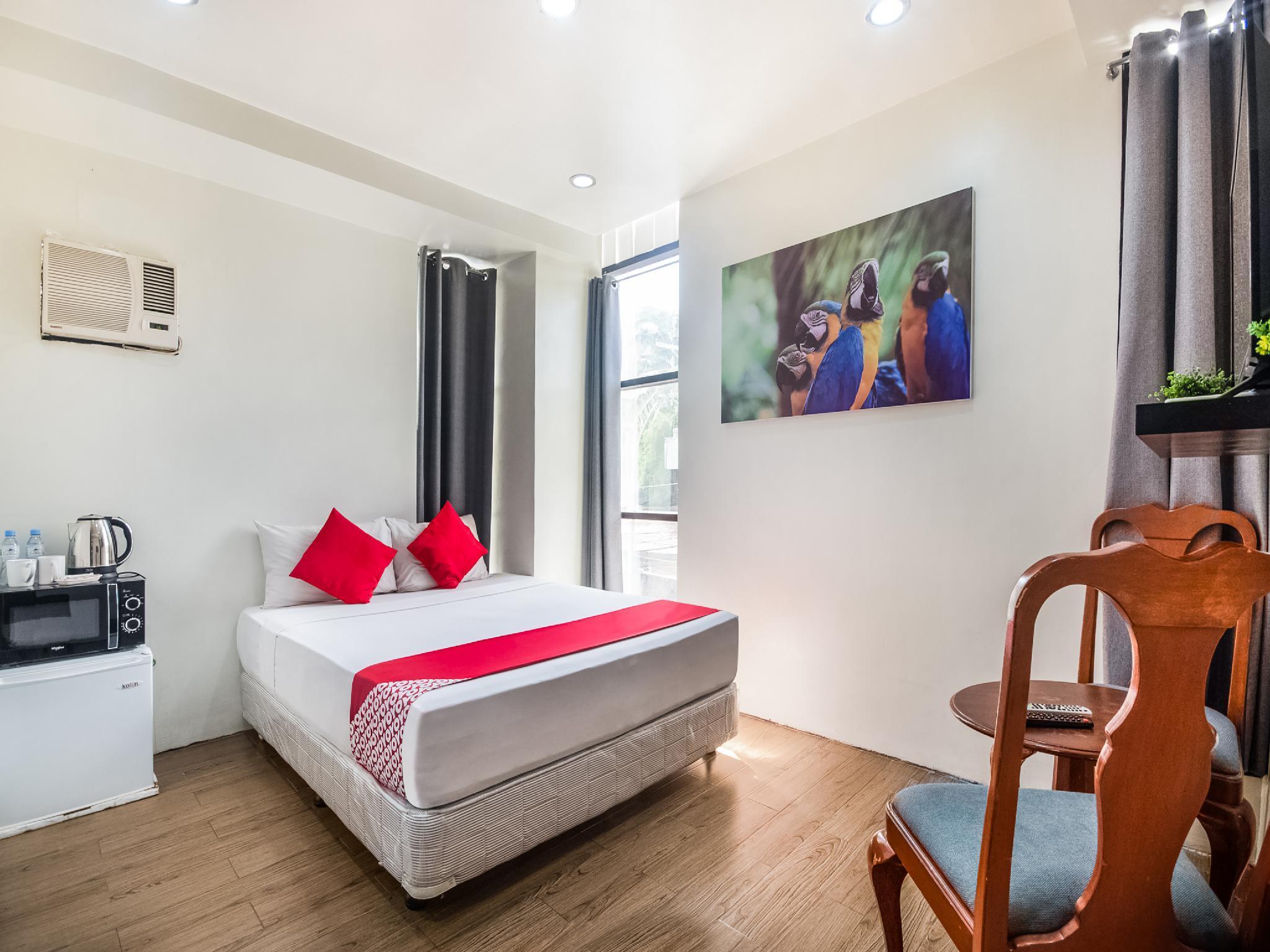 OYO 443 Maria Cristina Arcade Suites