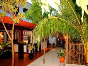 Equator Beach Inn at Maafushi