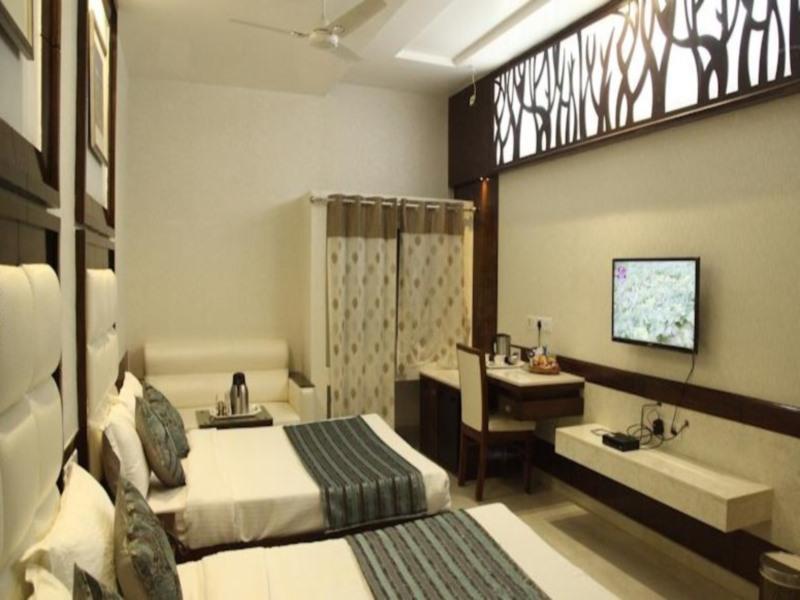 Hotel Emerald 3
