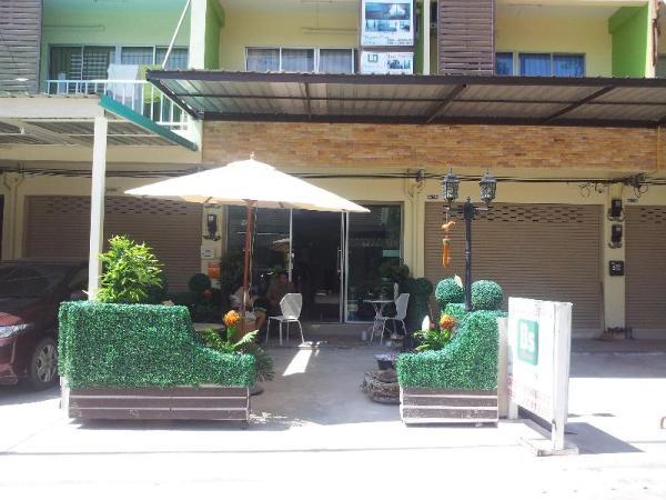 Bangsean Room Female Dormitory Chonburi