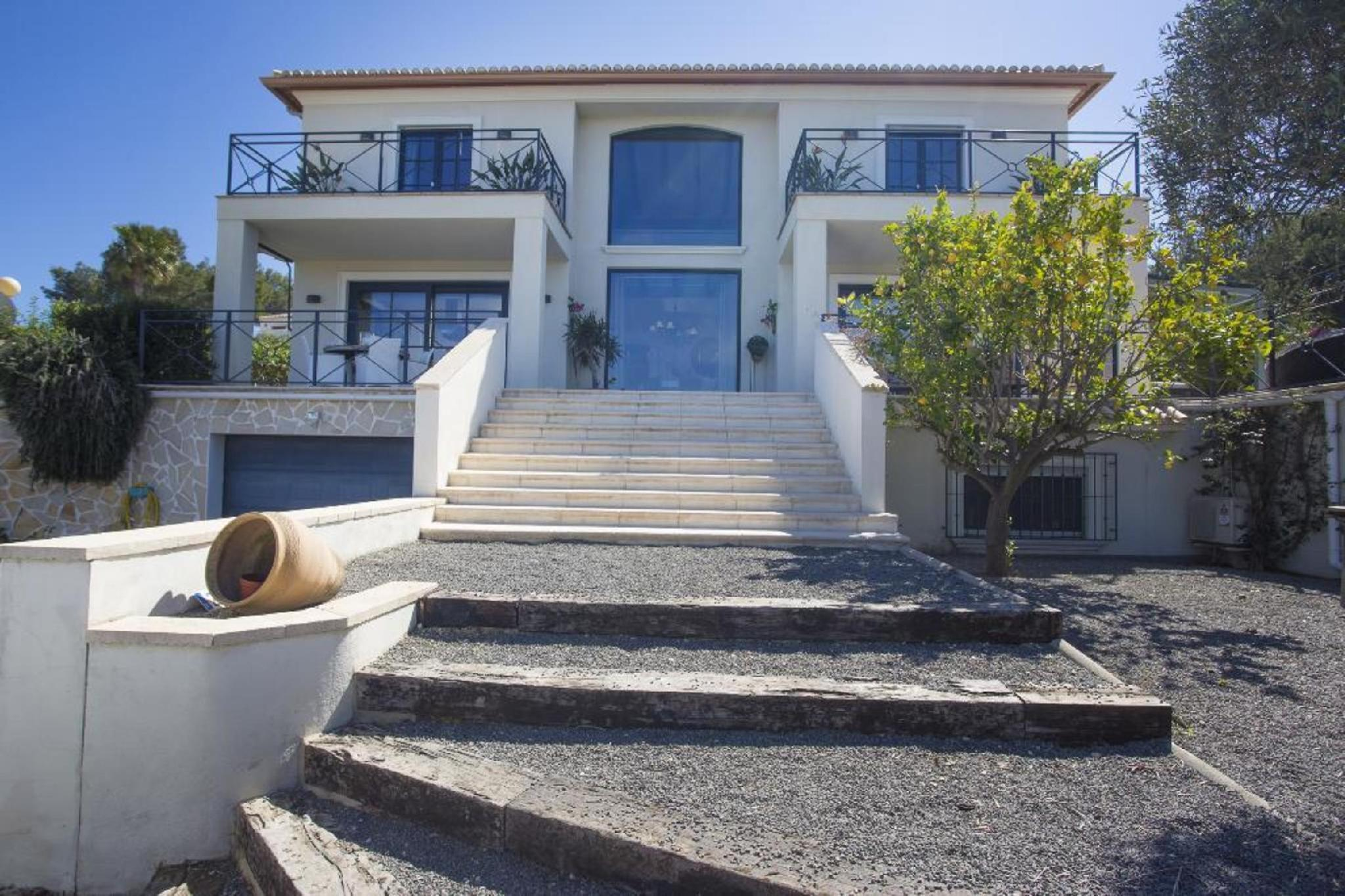 104457   Villa In X�bia