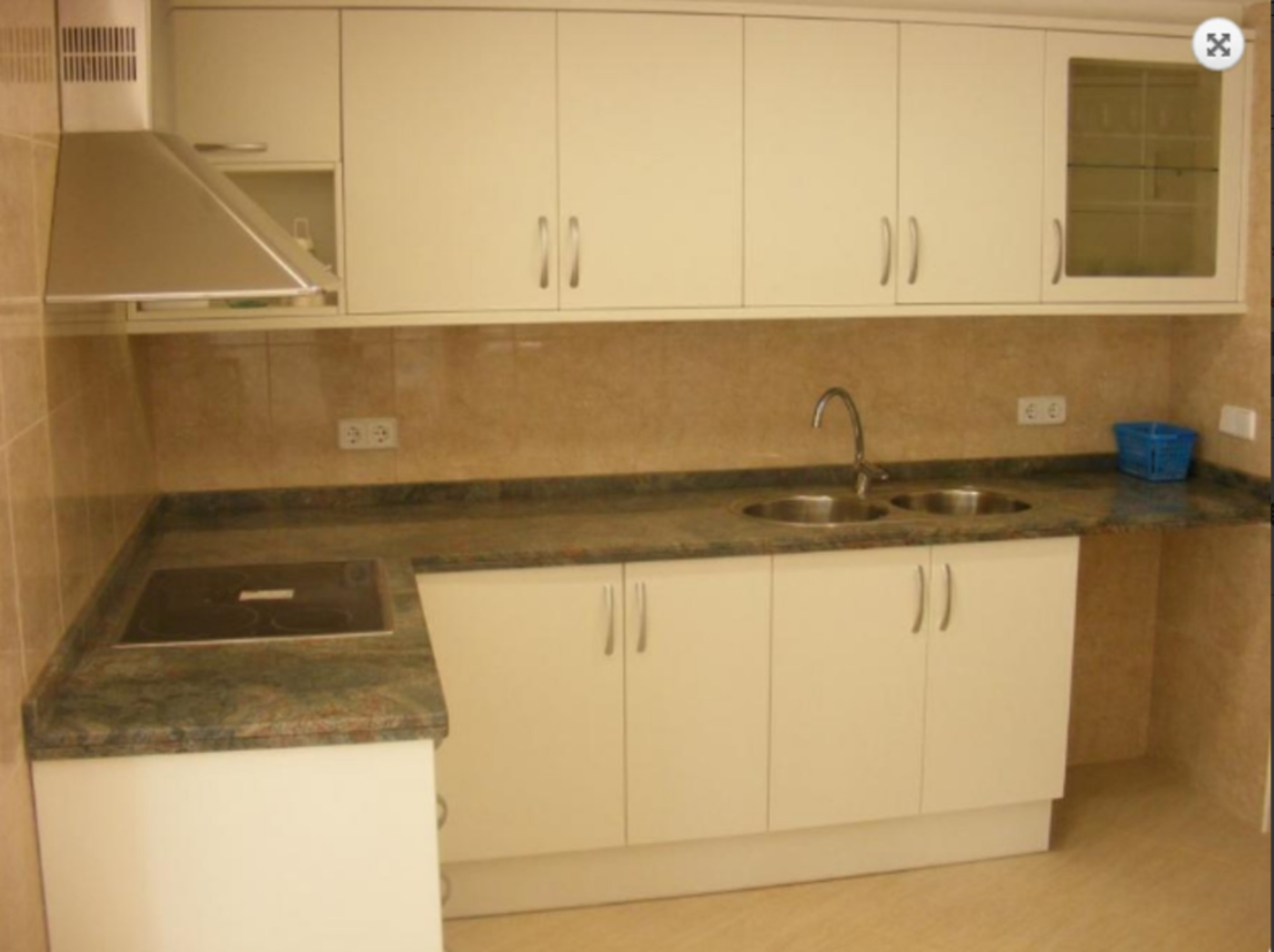 103507   Apartment In Llan��