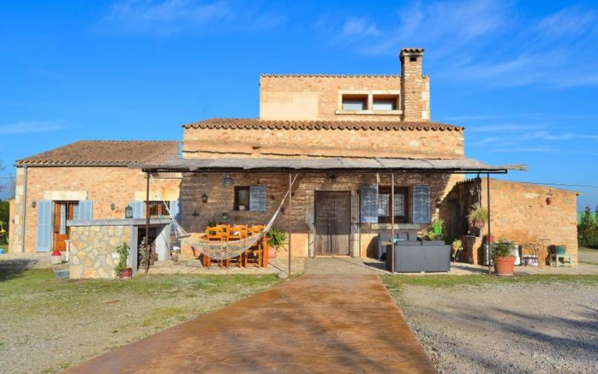 102722   Villa In Llubi
