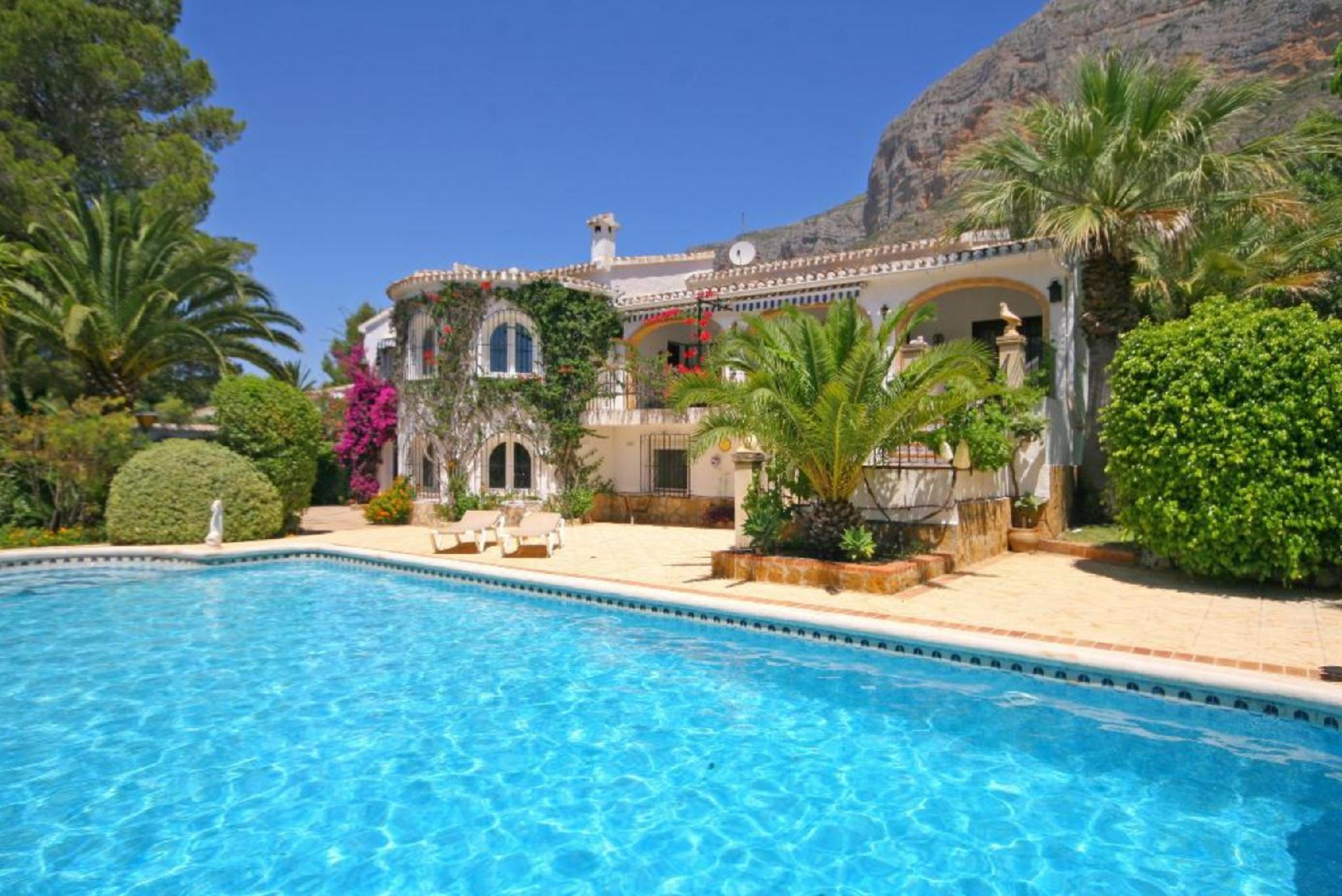 104918   Villa In X�bia