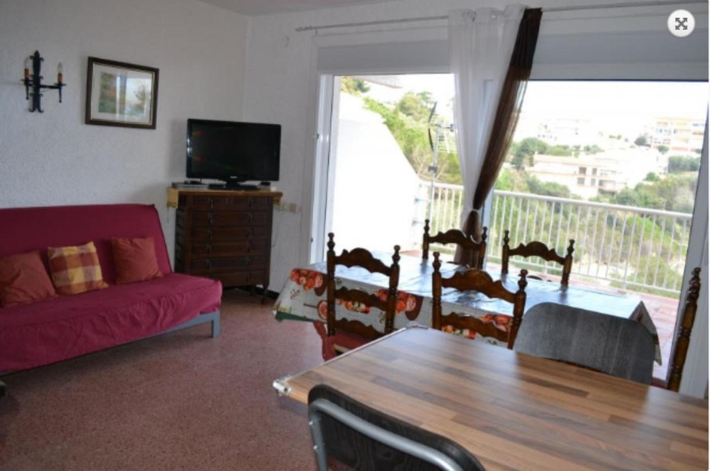 103526    Apartment In Llan