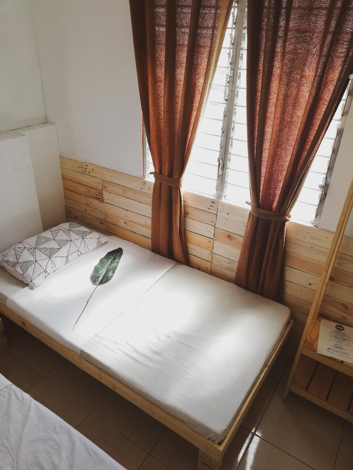 Pallet House For BackPackers