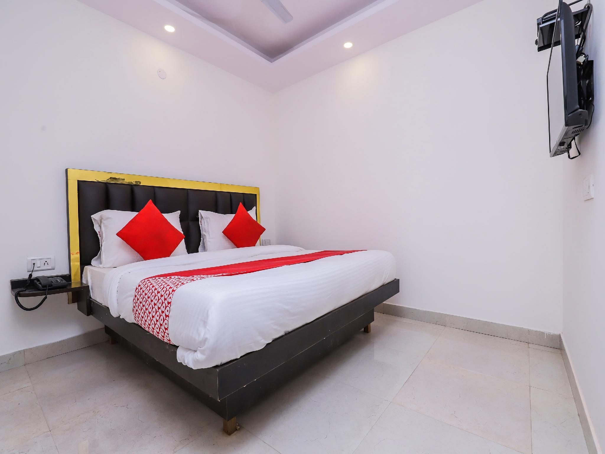 OYO 22355 Hotel Istay
