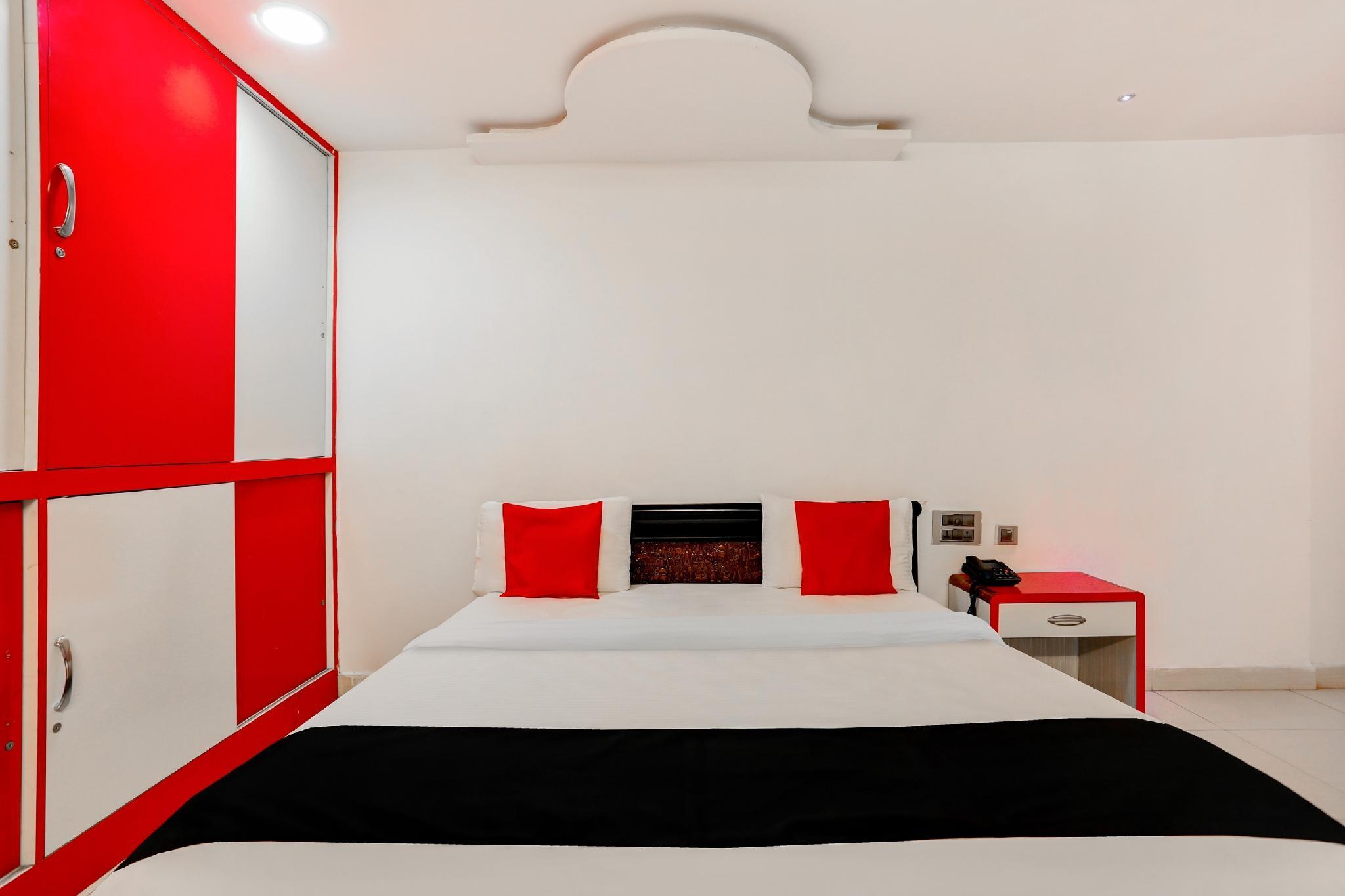 Capital O 986 Hotel Akhand S