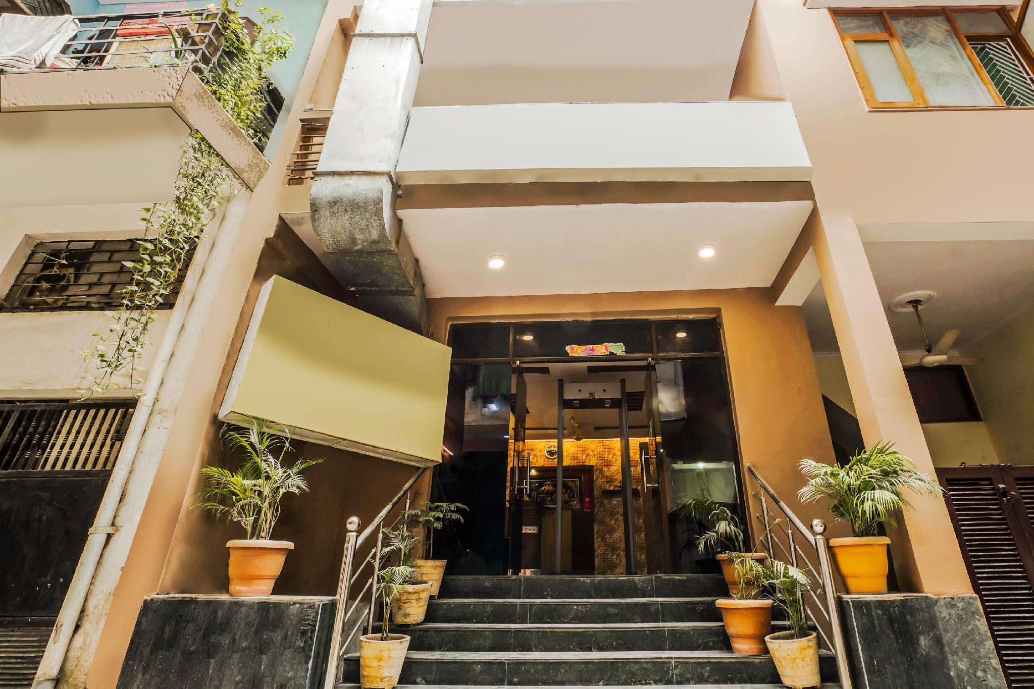 OYO 22533 Hotel Sunrise Blue