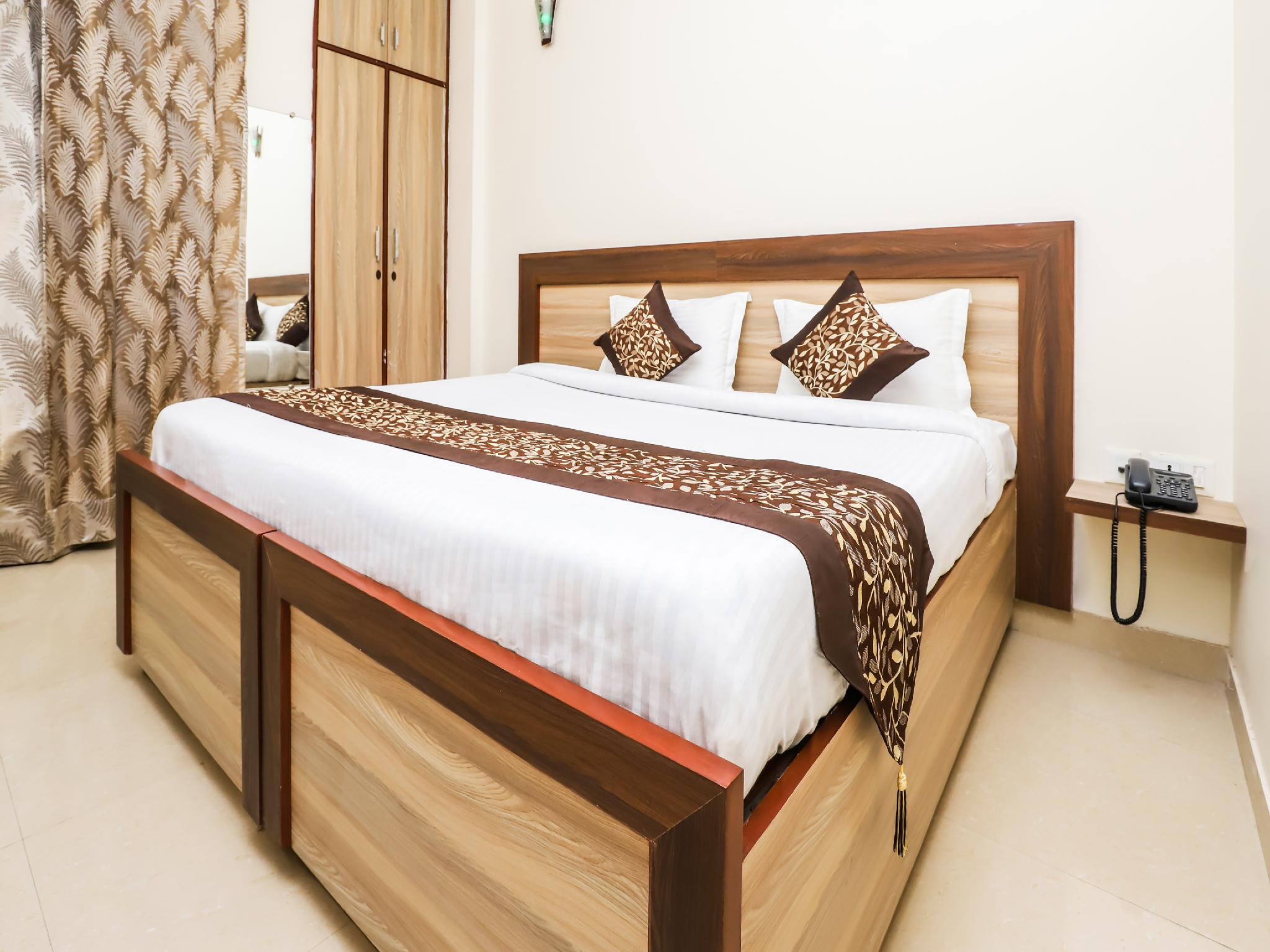 OYO 23018 Hotel Expo Suites
