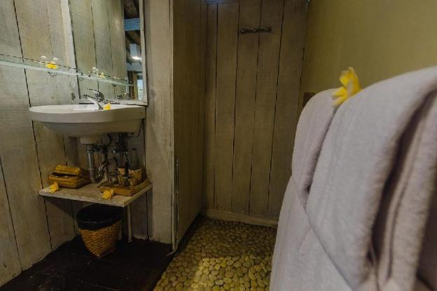 Luxury 1 House w/ B'fast, Towel & Bath Amenities