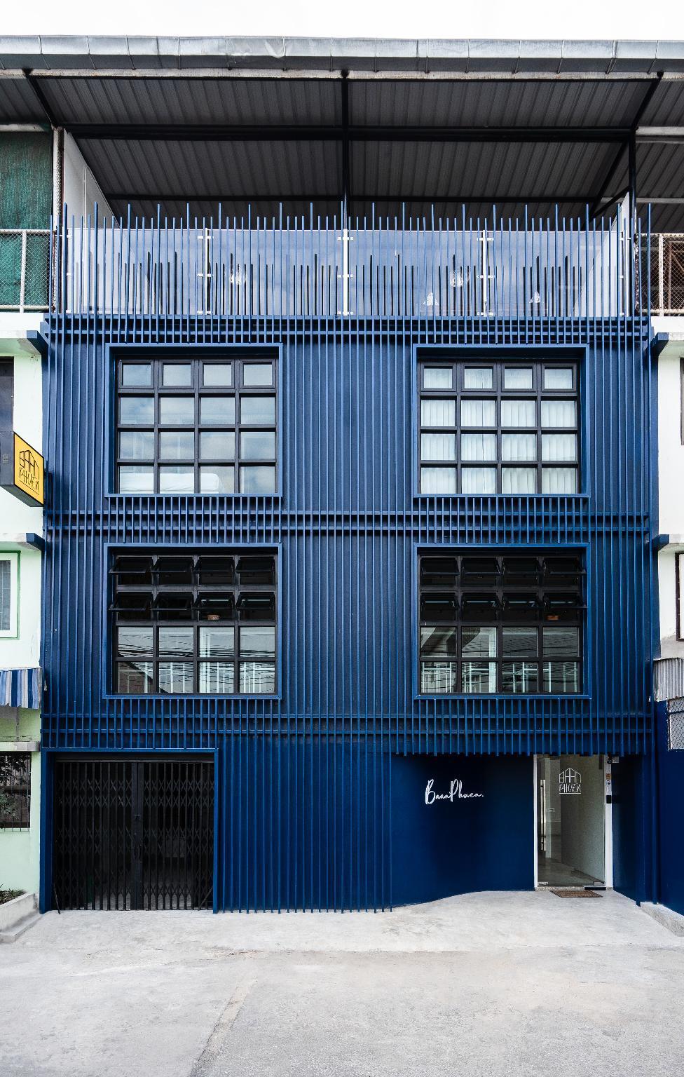 Baan Phuen Hostel And Rooftop Bar