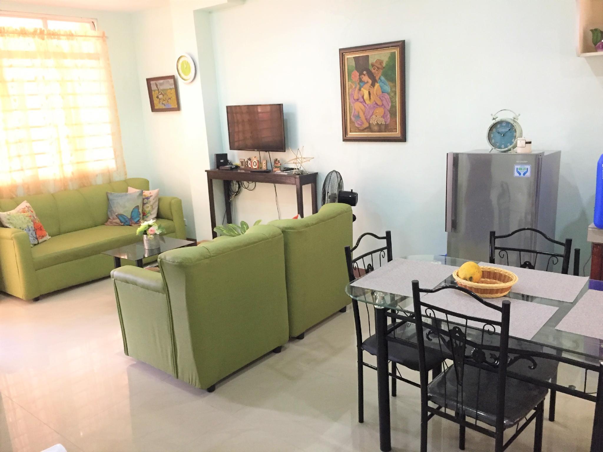 Cozy 2 Bedroom House @ Gustilo Lapaz
