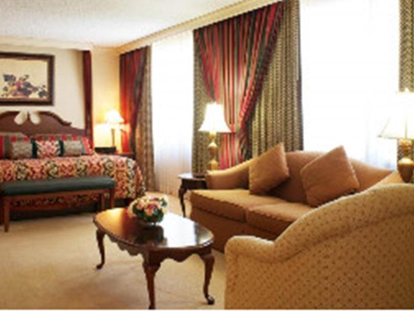 Harrahs Hotel Reno 4