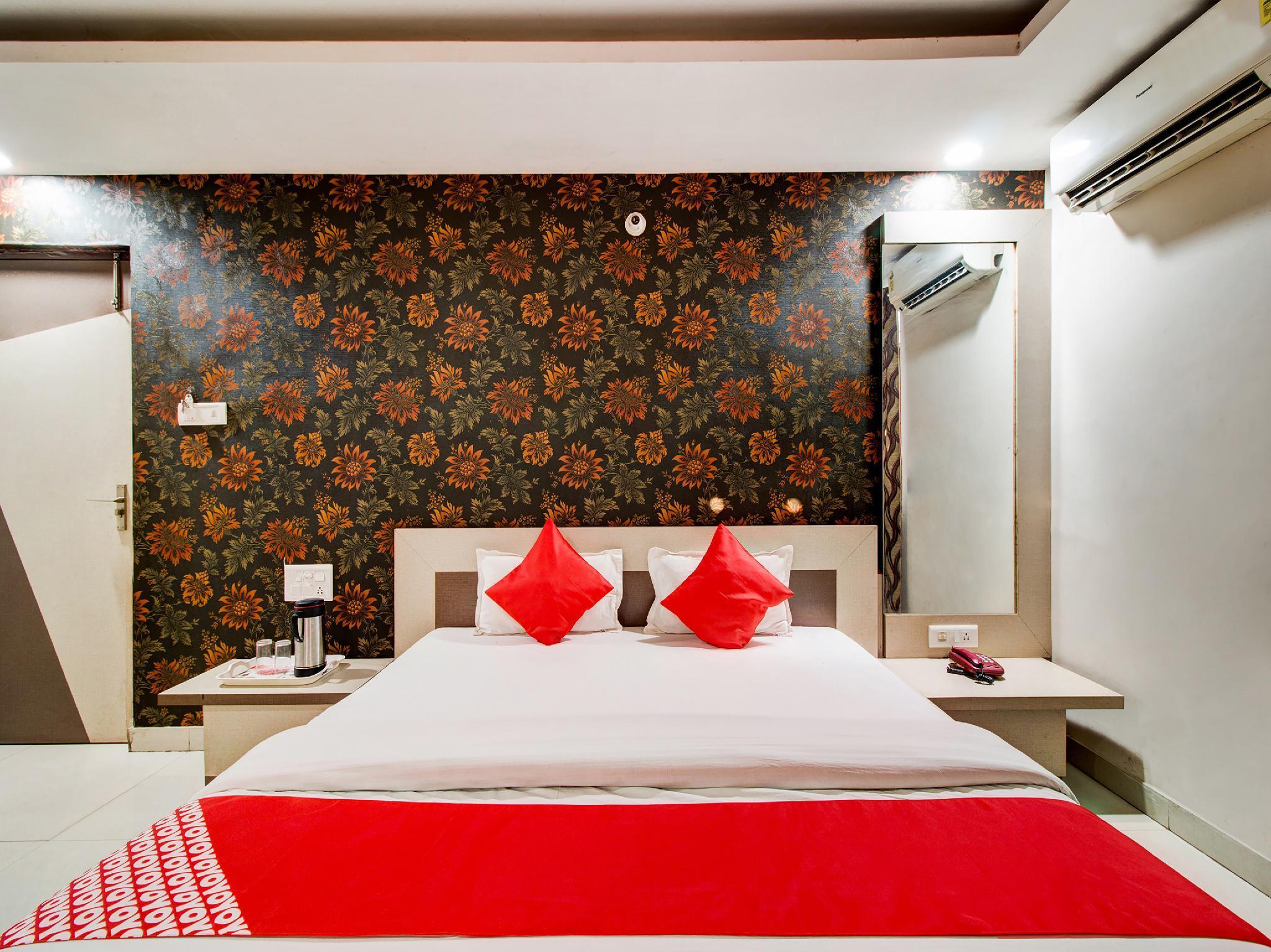 OYO 27696 Jai Ganesh Banquet Hall And Rooms
