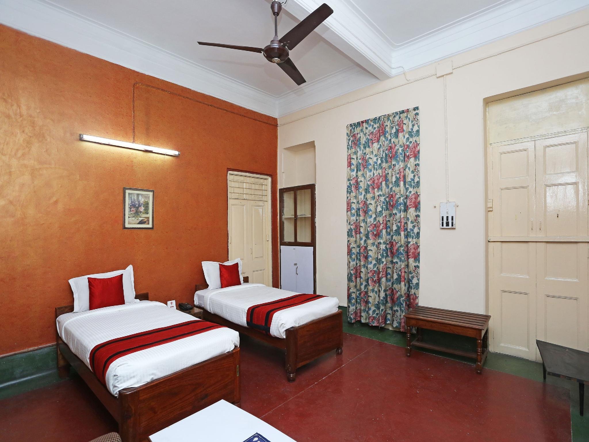 OYO 11896 Marble Palace Guest House