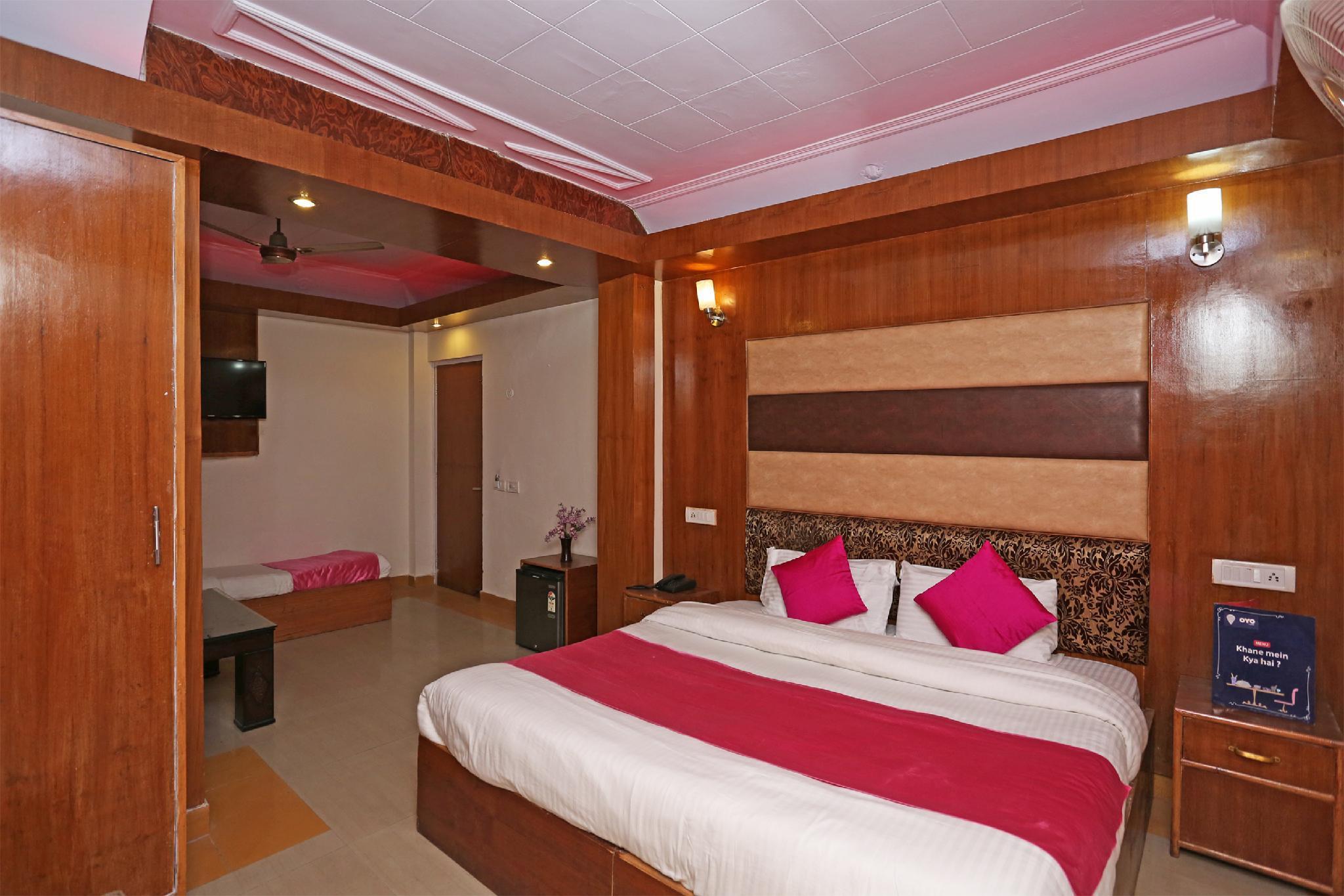 OYO 27838 R L Palace Hotel