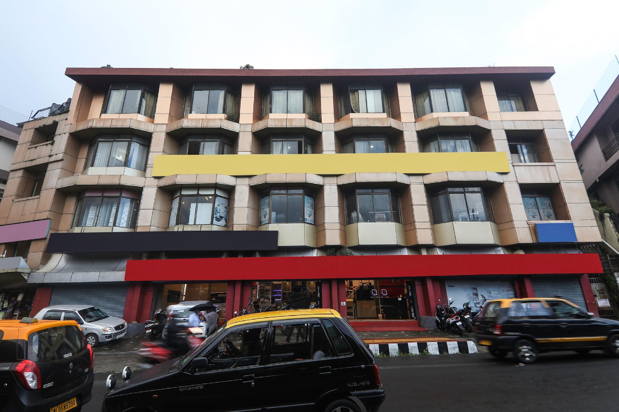 OYO 18369 Hotel Golden Peak