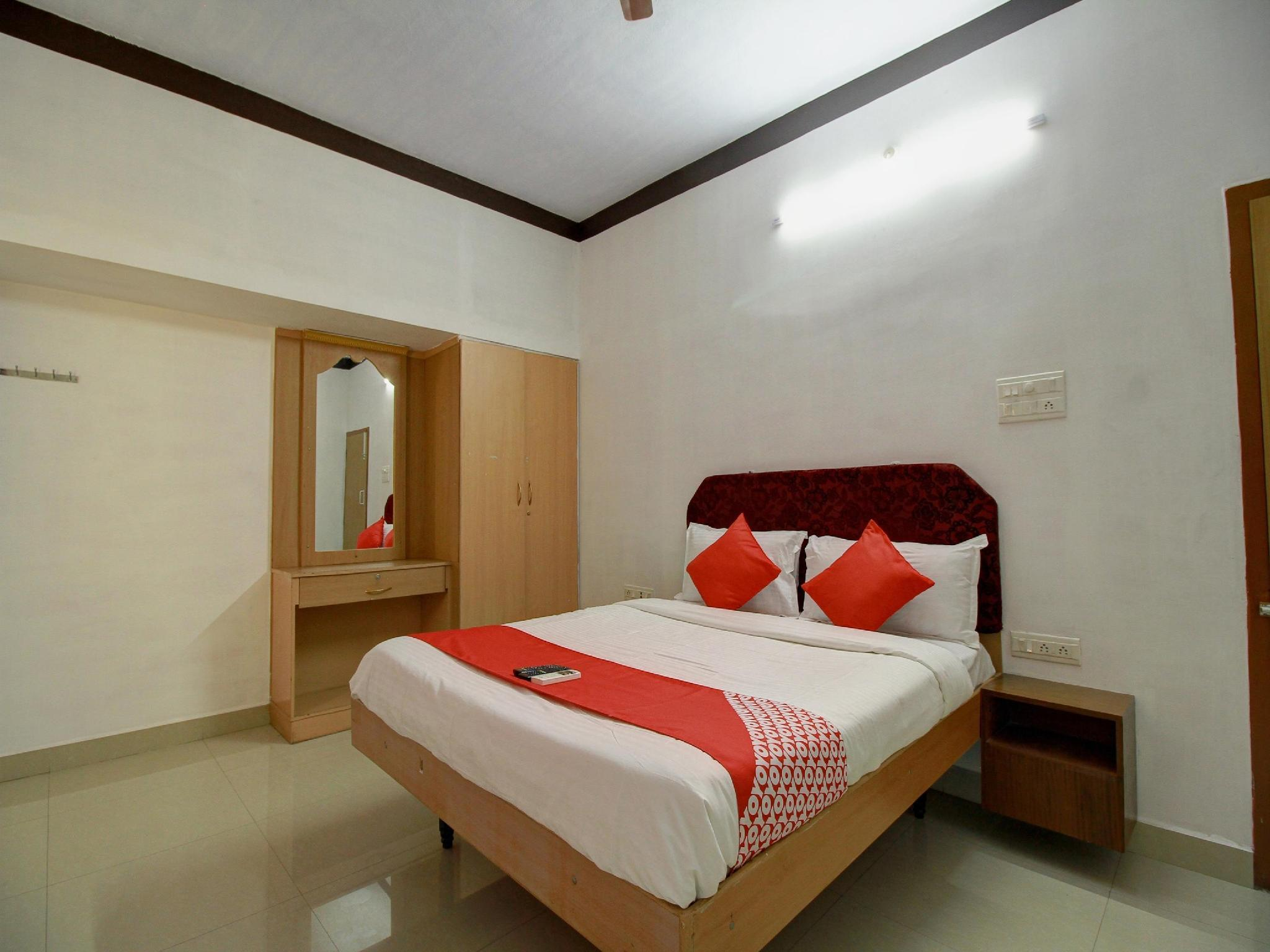 OYO 15257 Ananda Inn