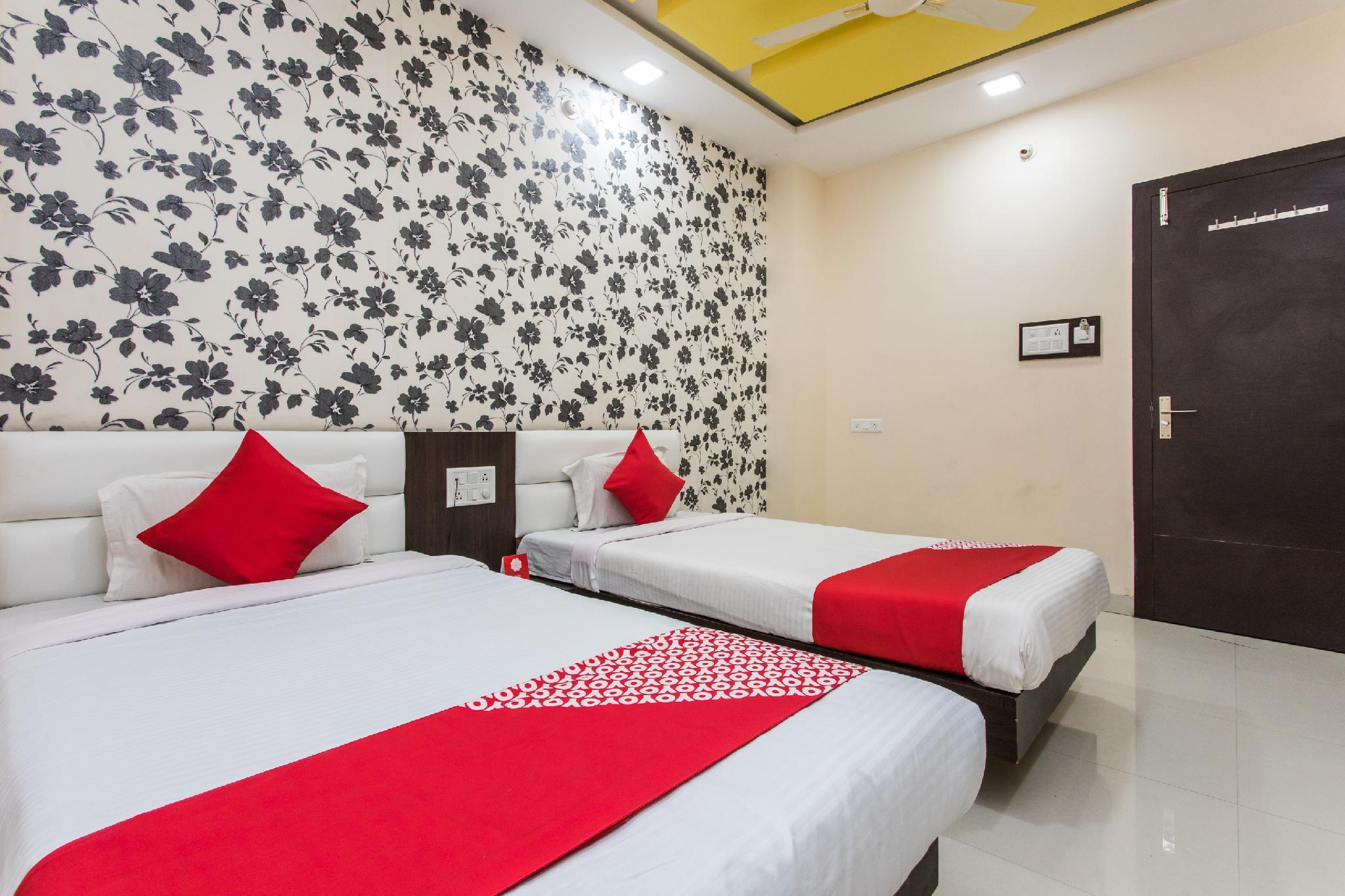 OYO 15676 Hotel Aaradhy