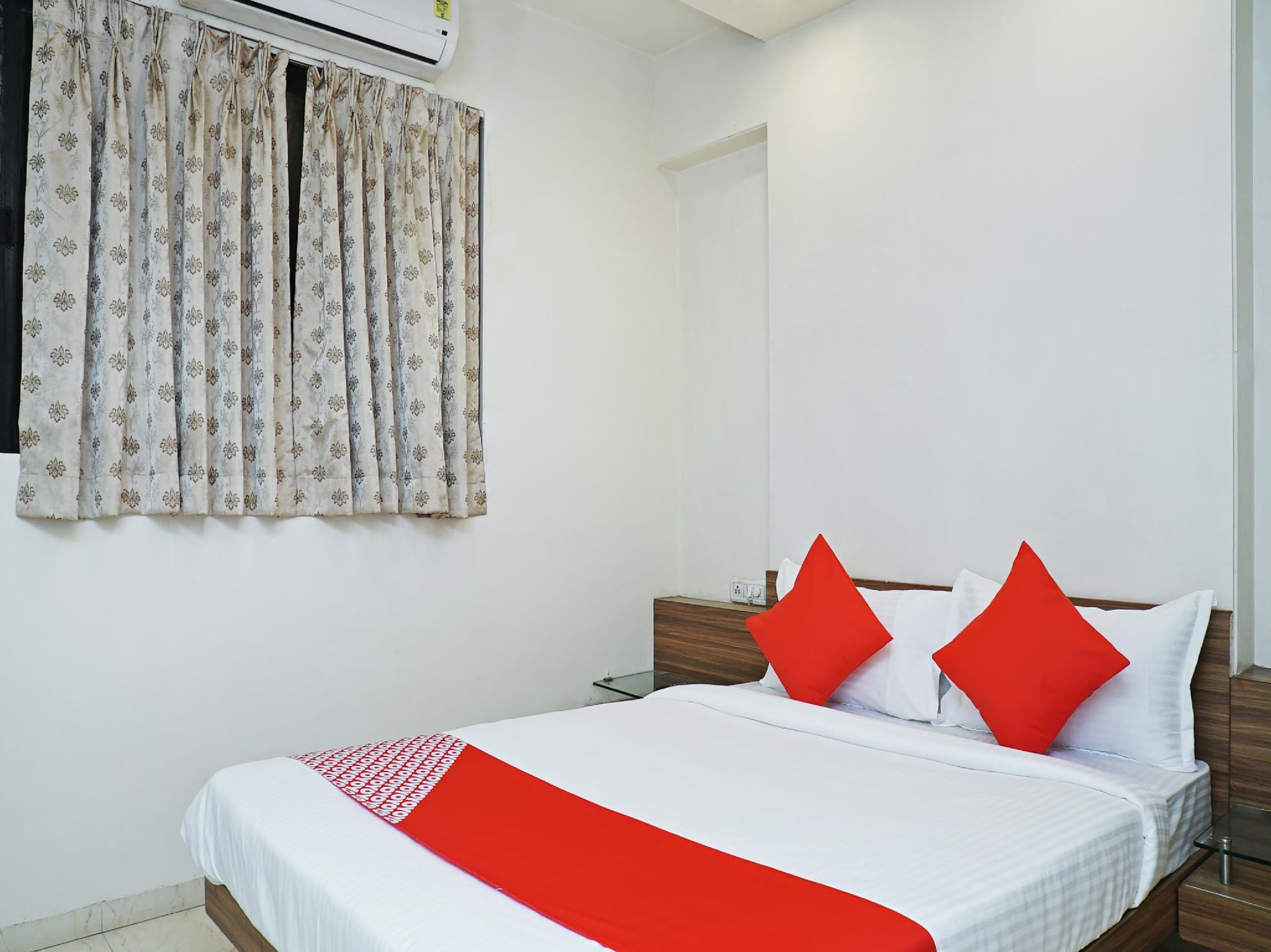 OYO 26205 Hotel Sahara
